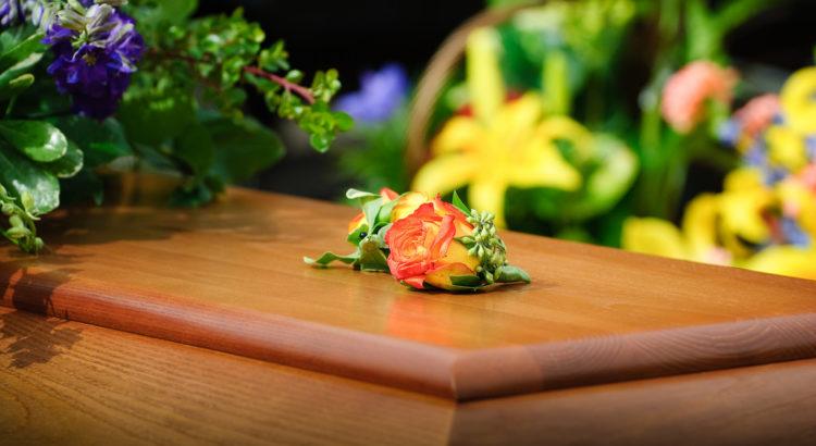 addobbi floreali nei funerali