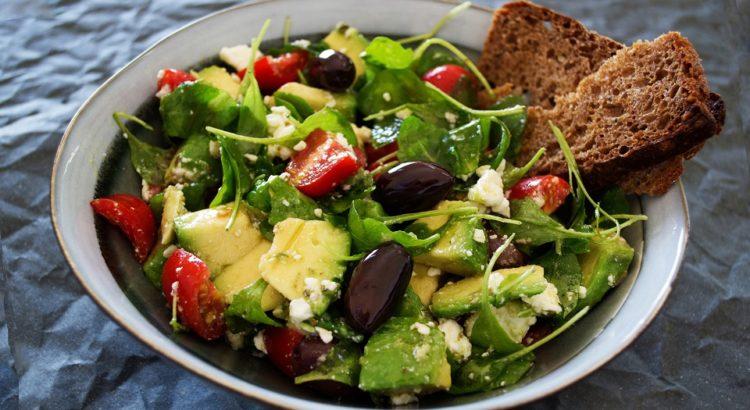 come condire insalata senza olio